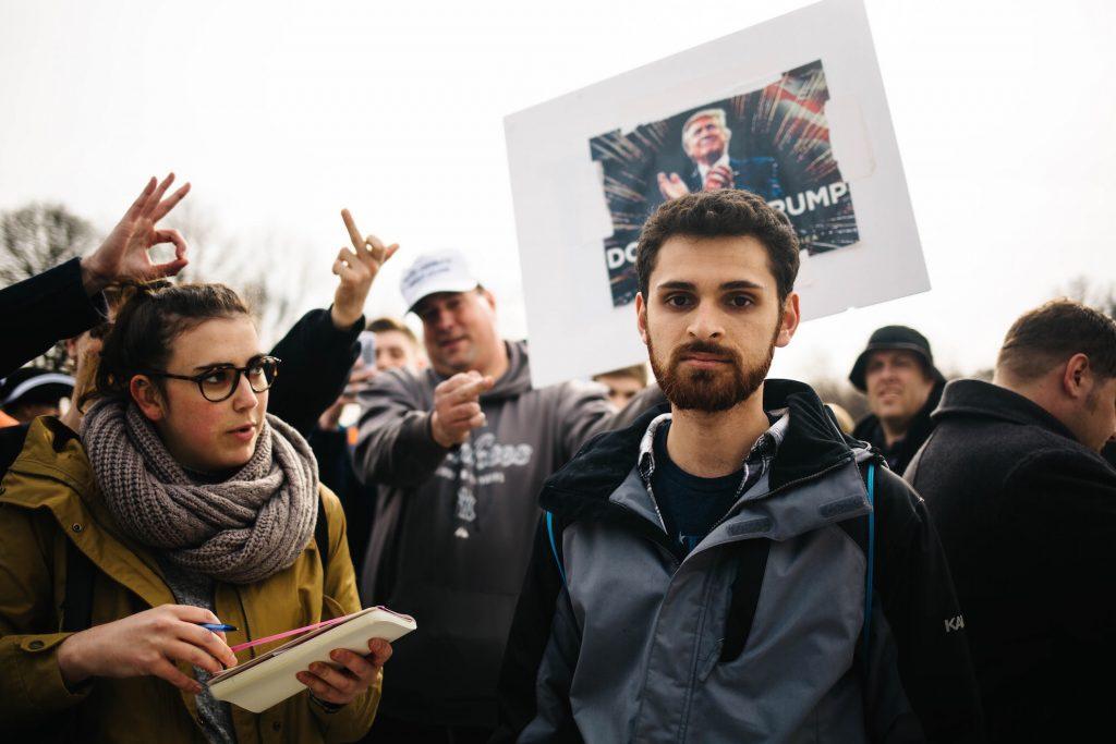 giornalista manifestazione trump