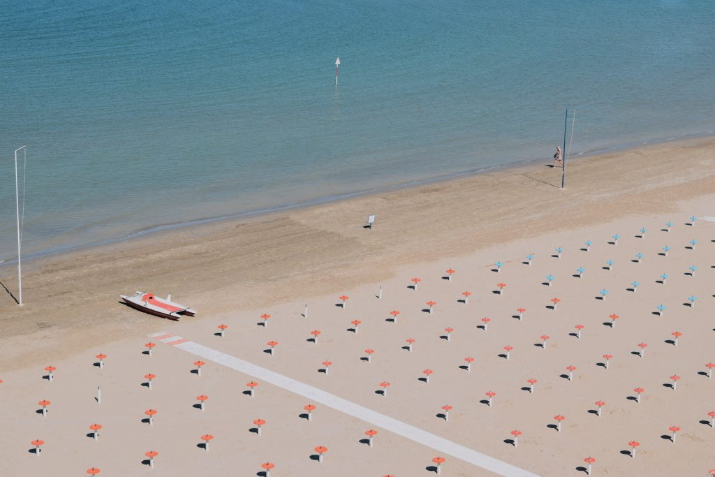 spiaggia vuota coronavirus