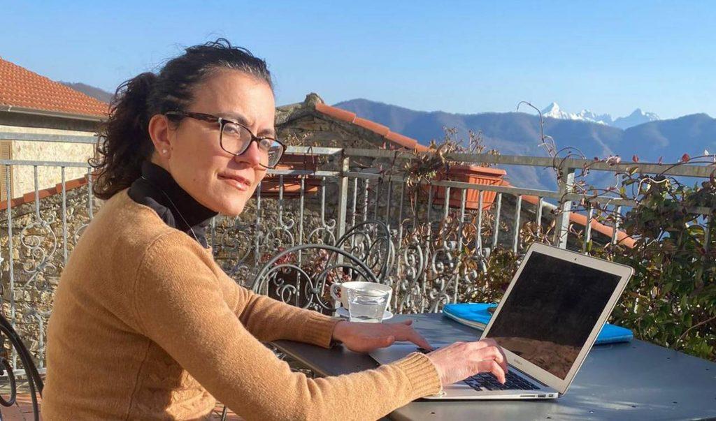 lavorare all'aperto; smart working; vacanza; estate; lavorare in vacanza